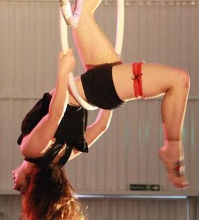 Danza Vertical con Aro en Onair
