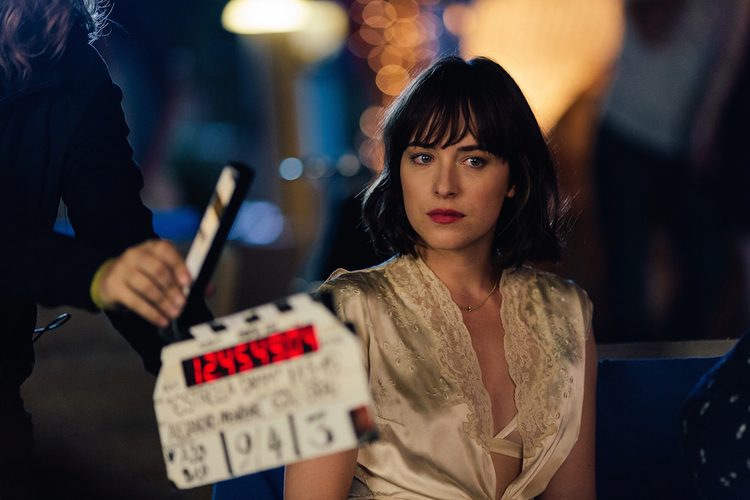 Dakota Johnson Estrella Damm